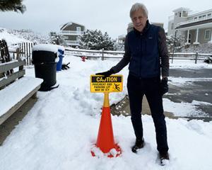 Icy warning sign
